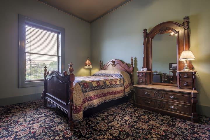 Weinhard Hotel Room 12 / Two Queen Beds