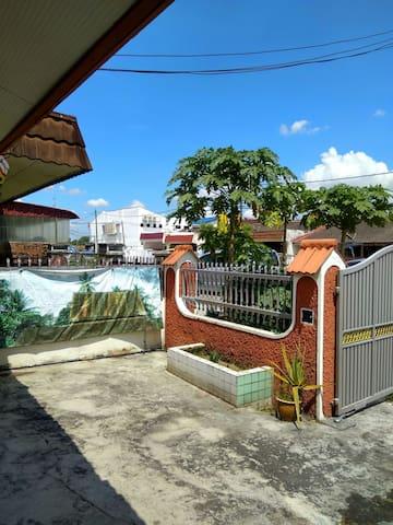 Taman Ungku Tun Aminah Terminal Homestay 皇后車站民宿