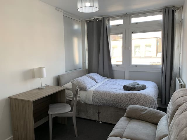 Double Room 21 - near Tower of London & Shoreditch