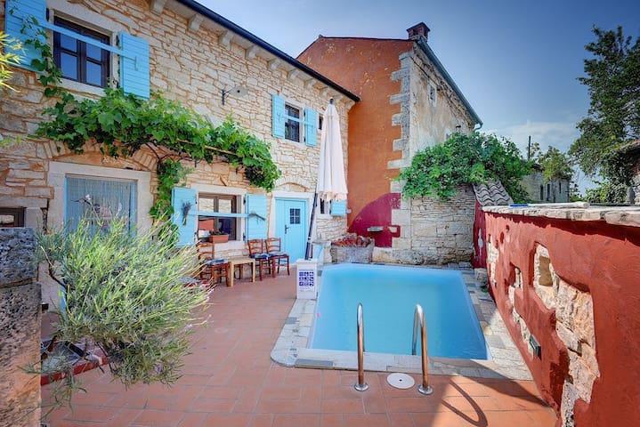 House Villa Donatella (74112-K1)