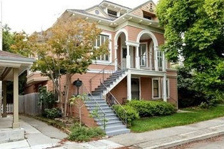 Ground Floor Upgraded Victorian in Alameda 2BR/1BA