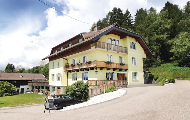 Holiday apartment with 2 bedrooms on 92 m² in Techelsberg Wörthersee