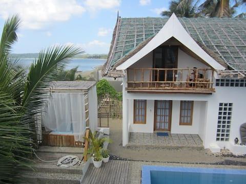 Villa by the Beach (Cabin Bonito)