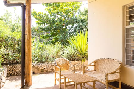 Cozy garden house with a lot of space and light - Kigali - กระท่อม