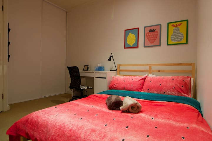 CITY: Secure Double Bed in Shared Townhouse - Adelaide - Adosado