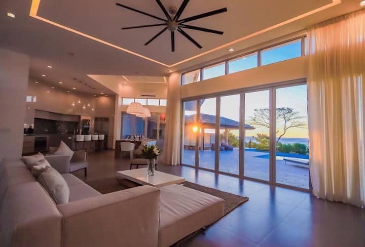 Spectacular Beachfront Villa in Playa Tamarindo!!!