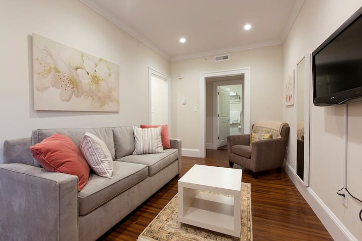 Quaint Beacon Hill| Beautifully Charming #8 1BR