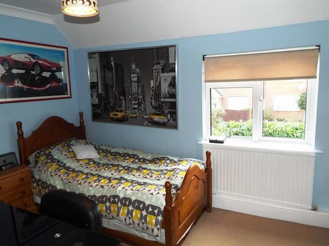 Lovely, Quiet room near Guildford, Pet Friendly - Wiley, Godalming - Hus