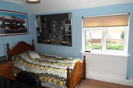 Lovely, Quiet room near Guildford, Pet Friendly - Wiley, Godalming