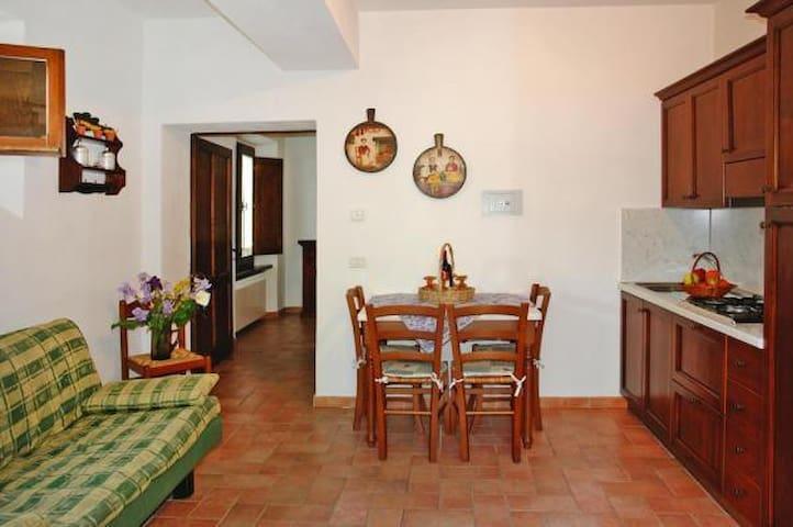 vista cucina/soggiorno