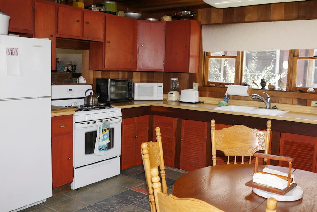 Granny`s kitchen, plenty of room.