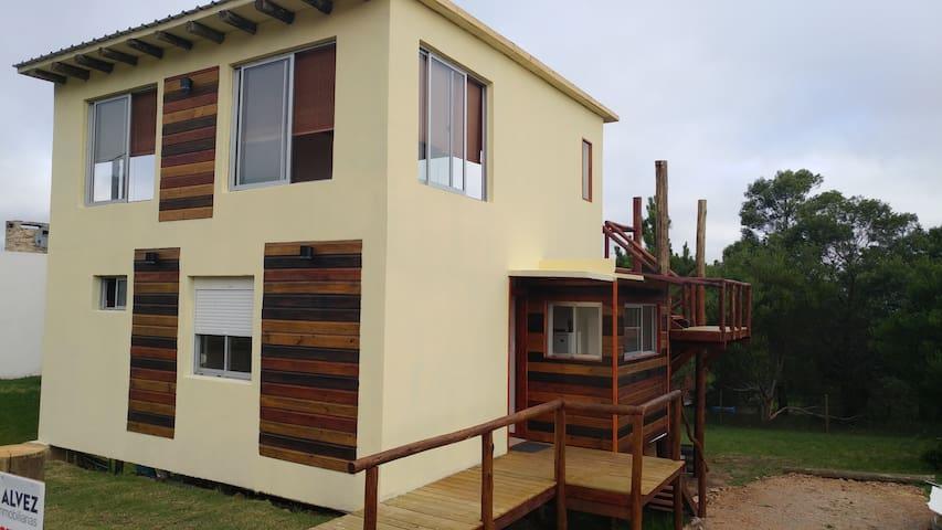 Hermosa casa de dos plantas en Playa Hermosa - Piriápolis - House