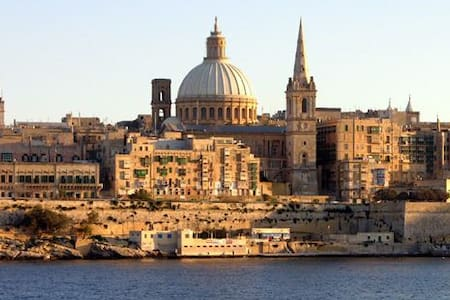 2 beds for single or couple in Central Malta - ビルキルカラ - アパート
