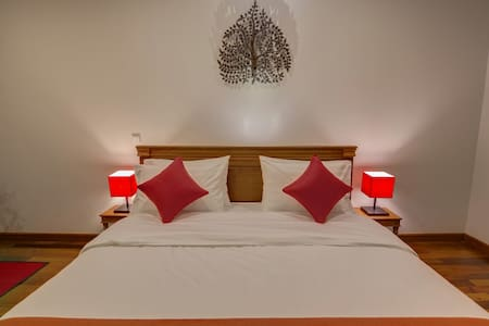 The Red Room & Homestay + Pick Up - Krong Siem Reap