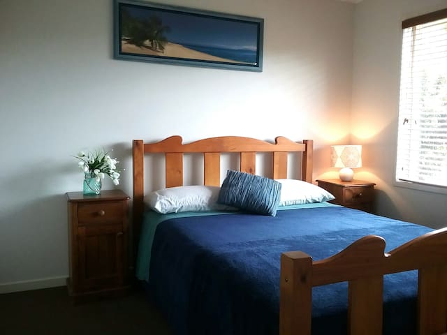 Gold Coast, Comfy Private Room/s, Bed & Breakfast - Pacific Pines