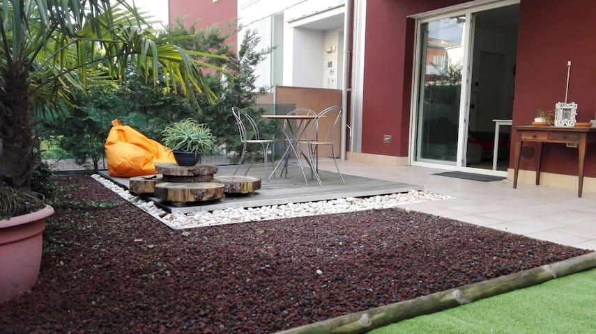 Grazioso comodo bilocale con giardino - Arco - Flat