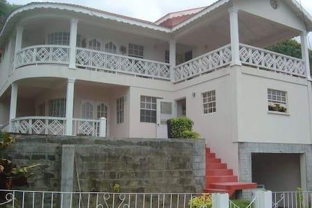Jak's House - Calliaqua
