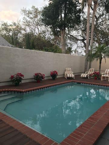 Poolside Private Room to enjoy Anna Maria Island!