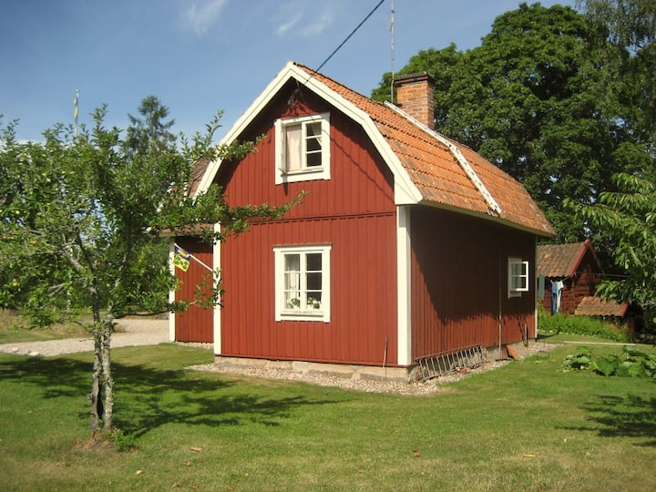 Charming cottage in Södermanland at lake Mälaren.