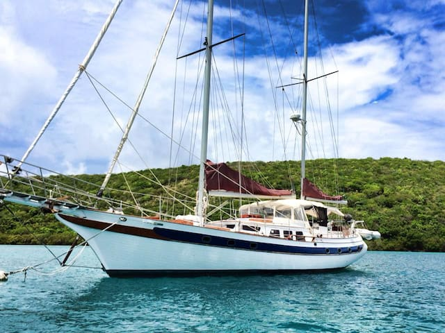 St Thomas BnB on a yacht, meals drinks water toys