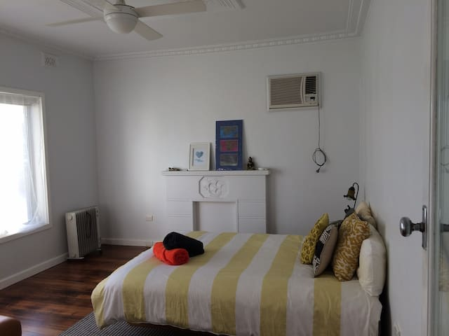 Relaxed living in the burbs - Ardeer - Ev