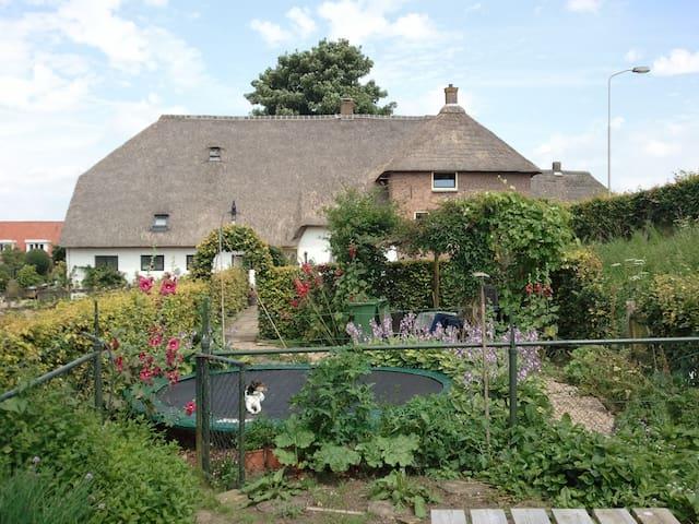 Mooie Boerderij Midden Nederland aan de Maas