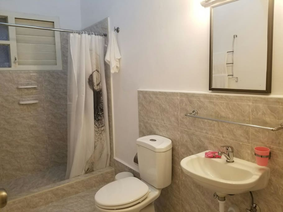 bathroom/ baño