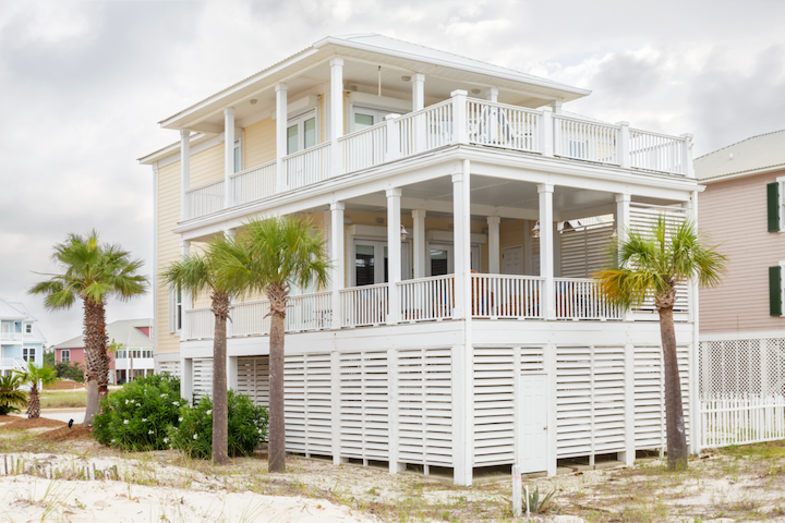 Two incredible viewing decks to sit back, relax, and watch the ocean with friends and family. Each deck has unimpeded views of the ocean and the beach.
