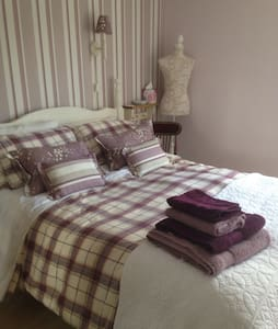 Homely comfortable double room - 布德拉夫(Bradford-on-Avon) - 独立屋