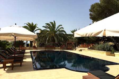 Guest Rooms in Villa with BIG POOL - Marsaxlokk