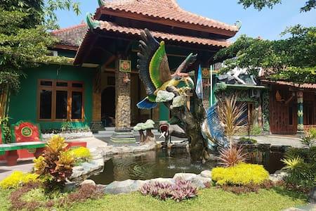 NABIN Bed n Breakfast - 20 min to Borobudur Temple