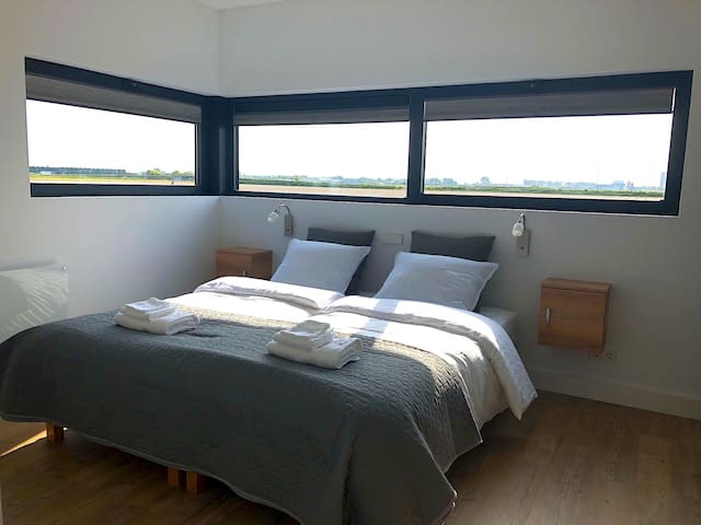 Bed room with a stunning view. Box spring 180x200.  Bed linnen included.