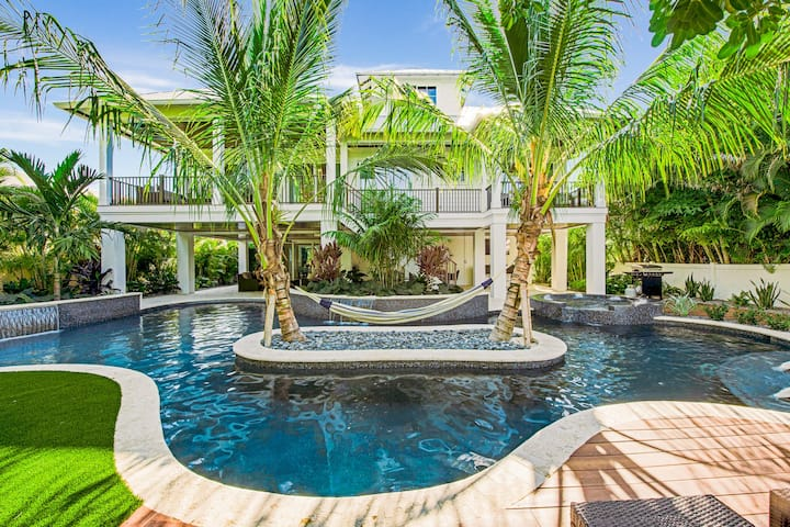 Winding Waves - destination: relaxation! Brand new 9 bd pool home just 2 min from beach!