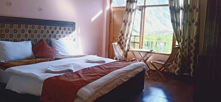 Cozy Bed, Open View, Spacious rooms, Hot water