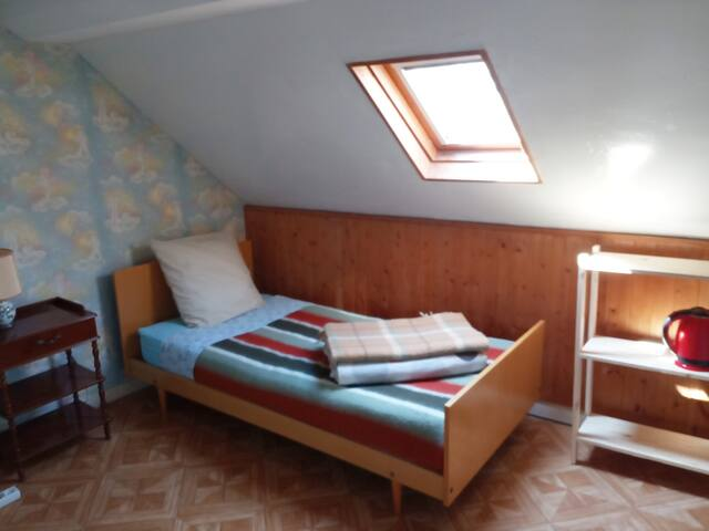 Chambre dans ma maison / Room in town house (A)
