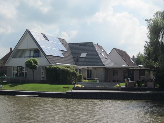 B&B Wetterwillefriesland aan water, studio - Wommels - Bed & Breakfast