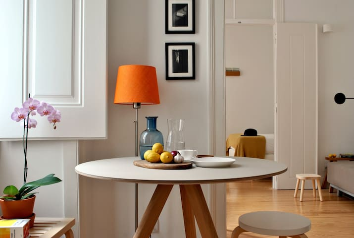 Alfama Bright and Airy Apartment near Cathedral