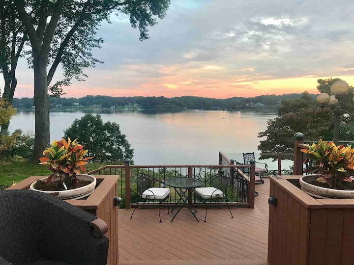 Lovely & Spacious Severn River Waterfront