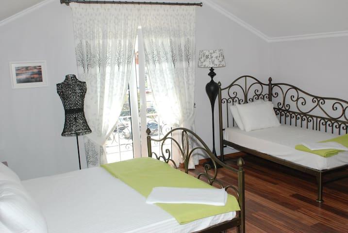 Villa Cake - Room No.3