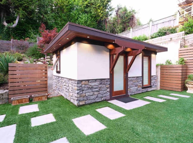 Small Cozy Backyard Studio in West Vancouver