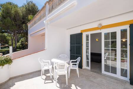 Beautiful Apartment with Pool, Wi-Fi, Terrace and Garden