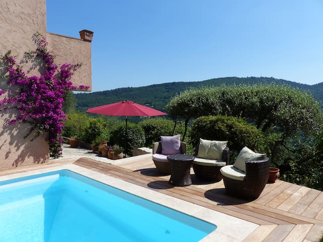 Lovely 3 bedroom house with private pool and views