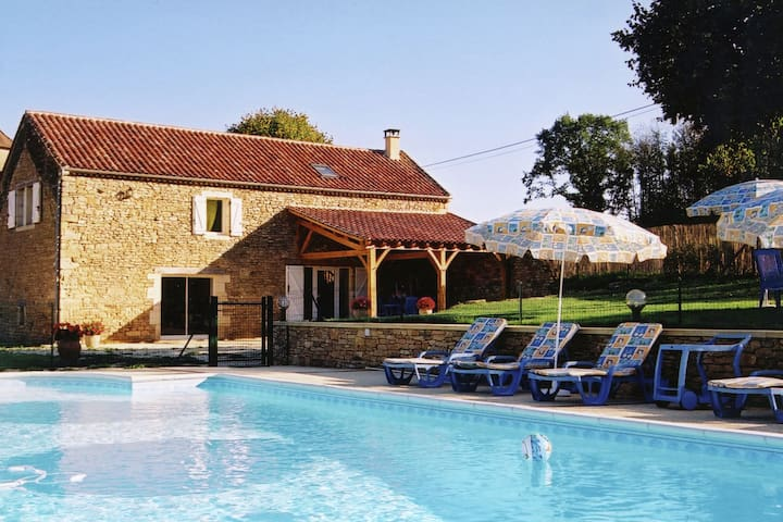 Bella casa vacanze con piscina a Saint-Pompont