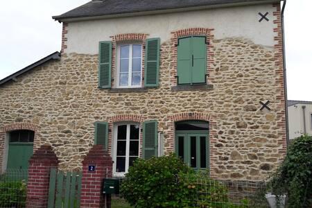 Belle maison de Bourg avec magnifique jardin