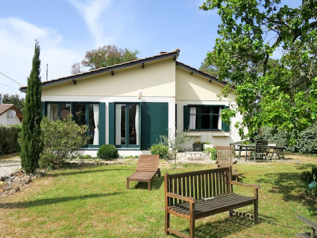 Lovely Holiday home with open terrace in Montalivet