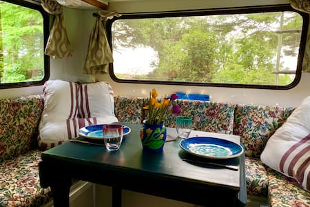 Barrie*Remote*Oceanfront*Private*Cozy Camper