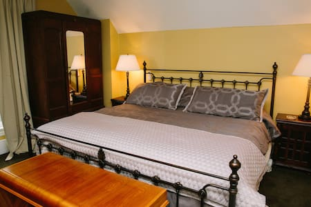La Ruche - The Garret - Bed & Breakfast