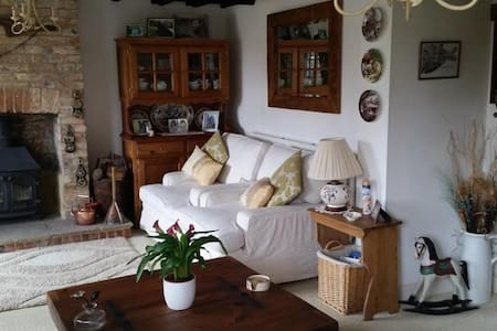 Charming English Cottage Close to The Euro Tunnel - Peene