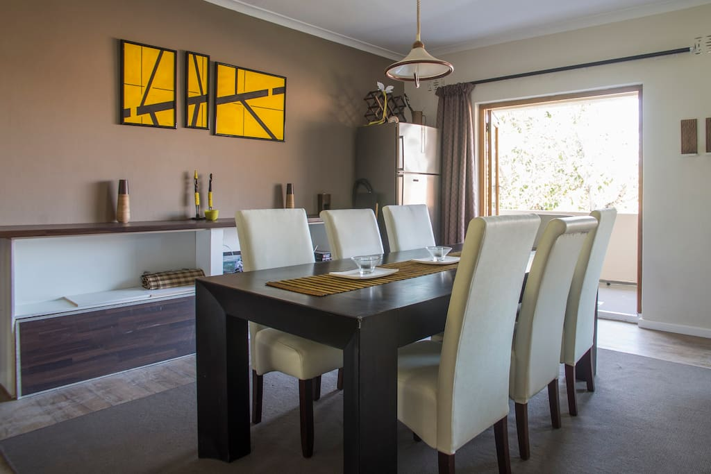 6+ seater dining table