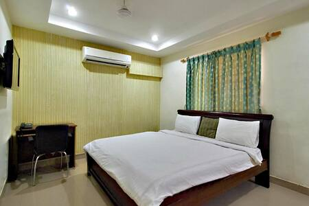 Private Fully Furnished 1 BHK Flats @ Hitech city